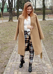 Aleksandra Siara - Stradivarius Coat - Checked pants