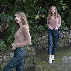 Alba Granda - Femme Luxe Furry Sweater, Pull & Bear Faux Leather Pants, Stradivarius Ugly Sneakers, Dresslink Furry Bag Leopard - Furry Sweater
