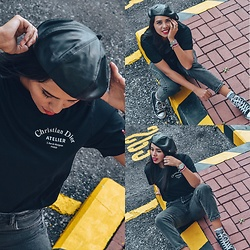 @CARITOVIENA - Christian Dior Basic Tee, Converse High Tops - Leather Beret