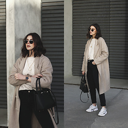 CLAUDIA Holynights - Chic Wish Sweater, Sienna Jones Bag, Adidas Sneakers - Neutrals