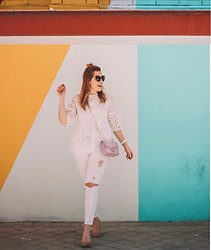 Juls Theulifestyle - Imperio Clandestino Pink Bag With Studs, Chic Wish Cute Withe Top, Zara Ruffle Jeans - Total white outfit