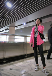 Annabelle Lao - Maisonvalention Bumbag, Calvin Klein Ck, Louis Vuitton Lv - A splash of pink