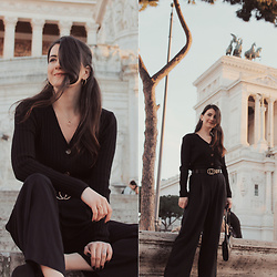Karolina G. - Topshop Gold Plated Hoop Earrings, Marks & Spencer Triple Ring Necklace, Shein Double Circle Buckle Belt, Shein Hollow Face Decor Ring, New Look Black Ribbed Button Front Jumper, H&M Wide Leg Black Trousers - Torna a surriento- jack jezzro