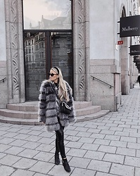 Emmy Nikolausson - Madlady Faux Fur, Ivyrevel Bag, River Island Boots, Nly Trend Leather Pants - SHADES OF GREY ~