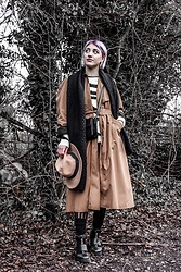 Weronika Bukowczan - Vintage Beige Trench Coat, River Island Beige Hat, Mango Zebra Print Wool Jumper, Mohito Black Knitted Scarf, New Look Black Crossbody Bag, New Look Black Chunky Shoes - Beige