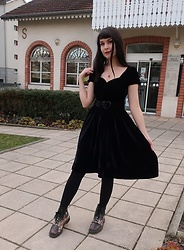 Marguerite Jam - Collectif Clothing Dress, Doc Martens Shoes - When you can't chose between Goth & Pin up