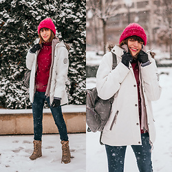 Christina & Karina Vartanovy - Bonprix White 2 In 1 Jacket, Myssyfarmi Originals Chunky Beanie In Vine Red, Bonprix Berry Red Turtle Neck, Reserved Dark Blue Skinny Jeans, Rieker Lace Up Boot Beige - Christina // Warm Winter a la Bonprix