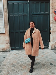 Laura Owusu -  - All black outfit and a teddy bear coat
