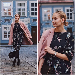 Madara L - The Metropolitan Chick Floral Print Dress, Stradivarius Pink Coat - The perfect spring dress