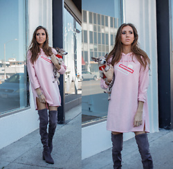 Jenny M - H&M Pink Sweatshirt Dress, Aldo Grey Suede Over The Knee Boots - COZY IN PINK // @thehungarianbrunette