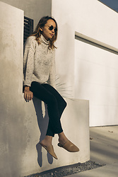 Courtney Y - Madewell White Speckled Sweater, J Brand Cropped Jeans, Lei Brown Leather Slides - Lei