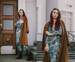 Valeria Chizhova - Pearl Hair Clips, Thrifted Camel Coat, Blue Floral Dress - Floral dress for transitional weather on leraseyo.blogspot.c