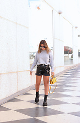 Claudia Villanueva - Sfera Sweater, Shein Shorts, Zara Bag, Un Paso Mas Boots - Leather shorts for spring