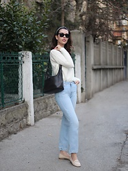 Jelena - Levi's® Vintage Flared Jeans, Coach Vintage Bag, Accessorize Headscarf, Ray Ban Wayfarer Sunglasses - Why I love vintage bags