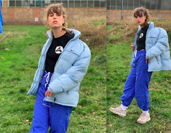 Aleks - Nike Light Blue Jacket, Nike Sneaker, Palace Shirt - Oversized in blue