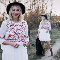 Lavie Deboite - Yas Bohodress, Pull & Bear Denimjacket, Sacha Westernboots, H&M Hat - Boho Dress & Westernboots