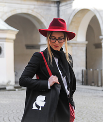 Eliska H. - Karl Lagerfeld Tote Bag - My First Red Hat