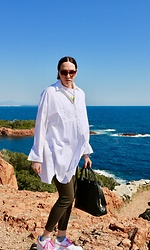 Carmen Adan - Zara Tunica Oversize White, Tom Ford Bag, Nike Sneakers, Zara Denim - LOVE WHITE TUNICA