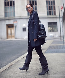 Alyssa Melendez - Yeezy Boots, Saint Laurent Shoulder Bag, Ralph Lauren Blazer, Articles Of Society Skinny Jeans, Quay Aviators - Street style blues