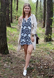 Aleksandra Siara - H&M Coat, Zara Shoes - Snake print dress
