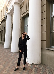 Anna Gurchenkova - Asos Black Loafers, Shein Black One Pieces, Ray Ban Black Eyewear - Total black
