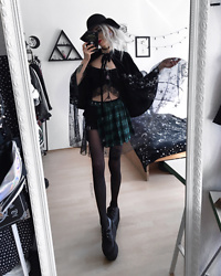 Kimi Peri - Punkdesigns Shop Moon & Star Cape, Tights, Underground Triple Sole Platform Creepers, Punkdesign Shop Floral Lace Crop Top, H&M Hat, Choker, Punkdesign Shop Plaid Skirt - Cosmic Witch