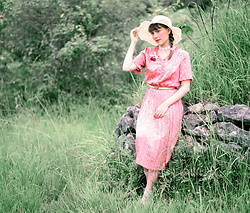 Liv Robroek -  - Chinese Countryside | Pink Vintage Dress