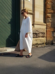 Angharad Jones - Cos Dress, Mm6 Maison Margiela Bag, Havaianas Slides - The Oversized White Dress