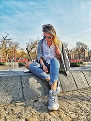 Oliwia Rosiak - Fila Sneakers, Zara White Shirt, Blazer - ✨ Sit and relax