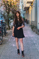 Andrea Funk / andysparkles.de - Vero Moda Dress - Black Lace