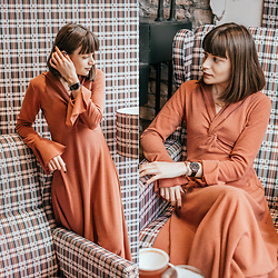 Christina & Karina Vartanovy - Chic Wish Brisk And Twist Knit Dress In Red Brown, Christian Paul 35mm Black Raw Mesh Watches - Christina // otherside