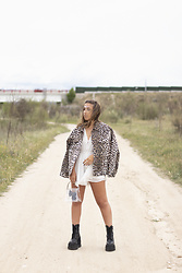 Claudia Villanueva - Nihao Jewelry Jacket, Nihao Jewelry Playsuit, Nihao Jewelry Bag, Un Paso Mas Boots - Festival Animal