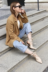 Anna Borisovna - H&M Blazer, H&M Denimjeans, H&M Shoes, Céline Sunglasses - The Linen Blazer