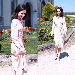 Claire H - Sézane Rose Silk Dress Laurette, Zara Scarf, Högl Dress Heels - Mothers and Daughters 💕