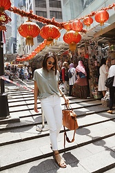 Courtney Y - Club Monaco Jandina Top, J Brand White Crop Jeans, Aldo Sandals, Madewell Leather Tote - Home kong