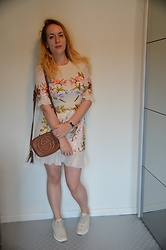 Sarah M - Hope & Ivy Dress, Nike Trainers - Cream & Floral