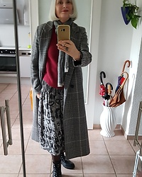 Reni E. -  - Winter look with checkered coat