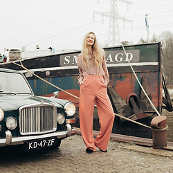 Eva Velt -  - ASOS HIGHWAISTED TROUSERS AND VINTAGE BLOUSE