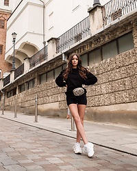 Laila Szaranek - Adidas White Sneakers, Na Kd Black Biker Shorts, Stradivarius Snake Print Skin Belt Bag, Uniqlo Men'S Sweater - Casual x chic