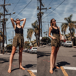 Jacky - Vila Top, Vila Shorts, Onvacay Bag, Flattered Shoes - Los Angeles Outfit: High Waisted Shorts and black top
