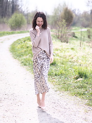 Claire H - H&M Skirt, H&M Sweater, Högl Pumps - The girl and the nature