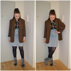 Mucha Lucha - Second Hand Blazer, Second Hand Shirt, Second Hand Skirt, Asos Boots - Perfectly 'random'