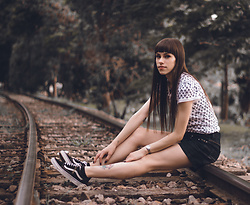 Valéria Przysbeczyski - Vans Old School - Train Track - Part II