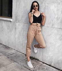Christy Jaldori - Stradivarius Cargo Pants, Zara Crop Top, Ojosunglasses Eyewear, Nike Sneakers - Waiting for my food not your text.