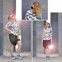 Iga Parker - Nike Sneakers, Top Secret Skirt - Flare