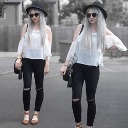 Sammi Jackson - Primark Black Fedora, Zaful Sunglasses, 10 Store Ruffled Blouse, Everything5pounds Tassel Bag, Primark Ripped Jeans, Primark Sandals - RUFFLE BLOUSE