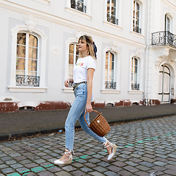 Catherine V. - Anais Et Soline T Shirt Amour, Chanel Vintage Chain Belt, Pimkie Jeans, Le Temps Des Cerises Wedge Espadrilles, Hers Wave Straw Basket, Scrunchie Is Back Hair Scarf - CASUAL SUNDAY STROLL OUTFIT