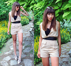 Jointy&Croissanty © - Femmeluxefinery Playsuit - Beige playsuit