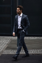 Kevin Elezaj - Hugo Boss Shoes, Hugo Boss Suit, Hugo Boss Shirt - Covered in Boss