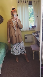 Syla Sassowna - H&M Coat, H&M Hairband, Vintage Dress, H&M Shoes - Vintage Voyage